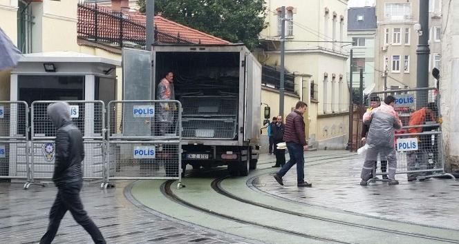 Taksim Atatürk Anıtı'nın çevresi güvenlik gerekçesiyle kapatıldı