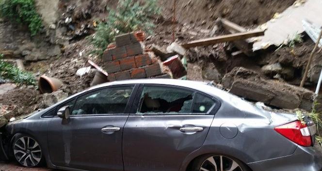 Cihangir'de istinat duvarı çöktü