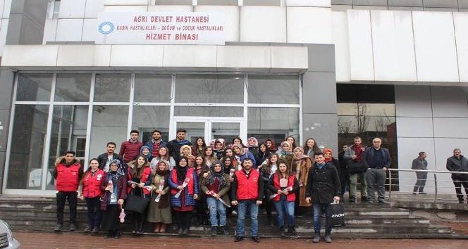 AGM gönüllüleri 8 Mart Dünya Kadınlar Günü'nde hasta kadınları ziyaret etti