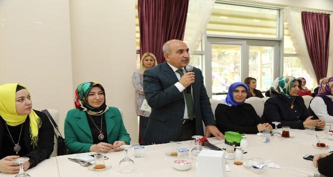 Kilis Belediye Başkanı Hasan Kara, kadın çalışanlarla bir araya geldi