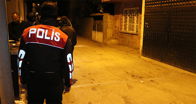 Adana'da silahlı kavga: Yoldan geçen 2 kişi yaralandı