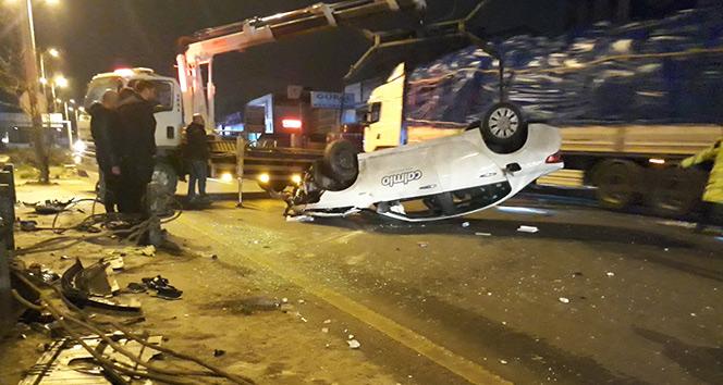 Ankarada otomobil refüje çarpıp takla attı: 3 yaralı