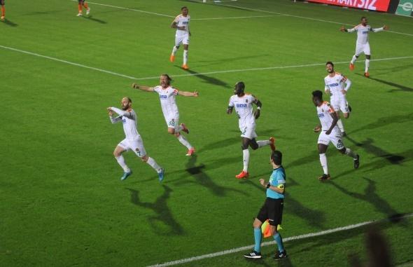 Alanyaspor - Medipol Başakşehir maçından kareler