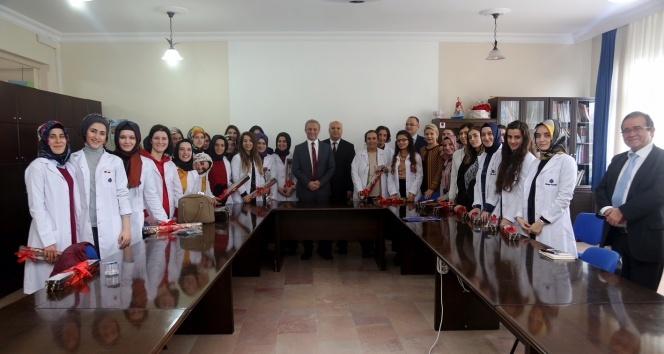 Yeltekin: 'Kadınlarımızı sadece 8 Mart'ta hatırlamayalım'