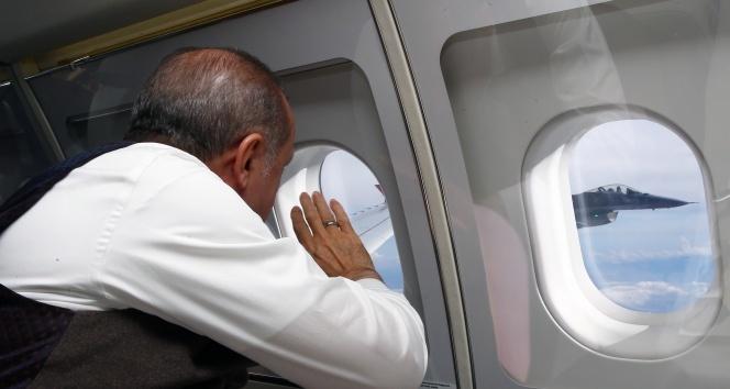 Cumhurbaşkanı Erdoğan, F-16 pilotlarını böyle selamladı