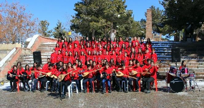 Öğrencilerden Kahraman Mehmetçiğe türkülü destek
