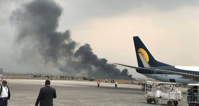 Son dakika... Nepalde yolcu uçağı düştü