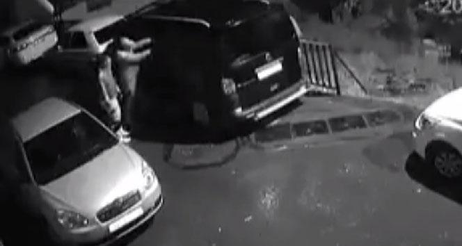 Hırsızlar minibüsü 5 dakikada böyle soydu