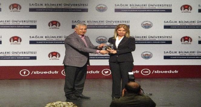 Sağlık Bilimleri Üniversitesi'nden İHA'ya ve Türkiye Gazetesi'ne ödül