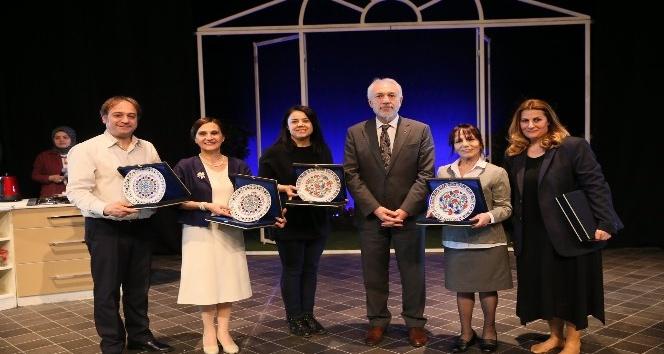 'Geç kalanlar' isimli tiyatro oyunu Kütahya'da sahnelendi