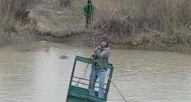 Aras Nehrini ilkel teleferikle geçiyorlar