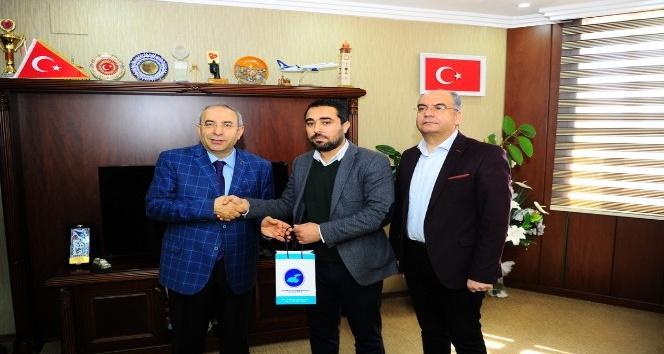 Rektör Battal'dan burs kampanyasına destek veren bağışçılara hediye
