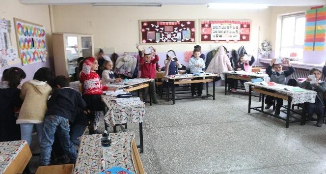 İstanbullu minik öğrencilerden Ağrılı öğrencilere mektup