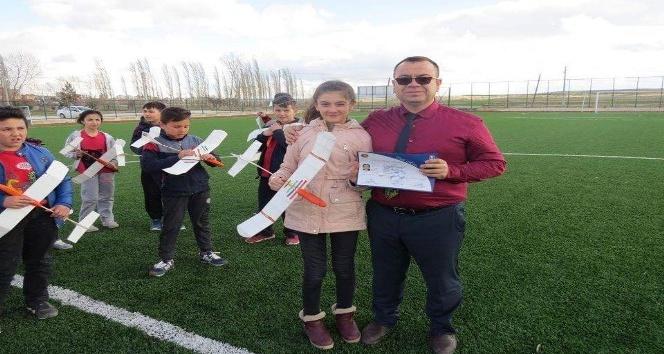 Model Uçak Yapımı Kursu öğrencilerine sertifika