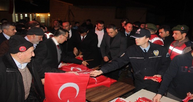 Kuruçay'da Mehmetçiklere dua
