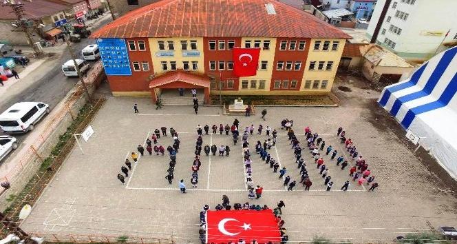 Bedenleriyle Afrin yazan Beytüşşebaplı öğrencilerden Mehmetçiğe destek