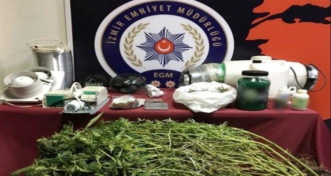 İzmir'de 10 zehir taciri tutuklandı