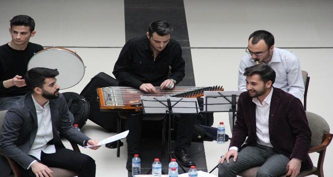 SAÜ İlahiyat Fakültesi'nde musiki dinletisi