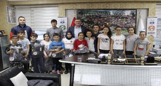 Başkan Duymuş'tan genç sporculara destek