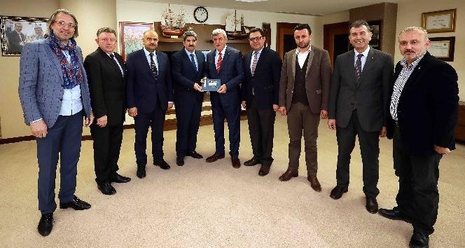 """Başkan Karaosmanoğlu, """"İDEV ticari hayata enerji veriyor"""""""