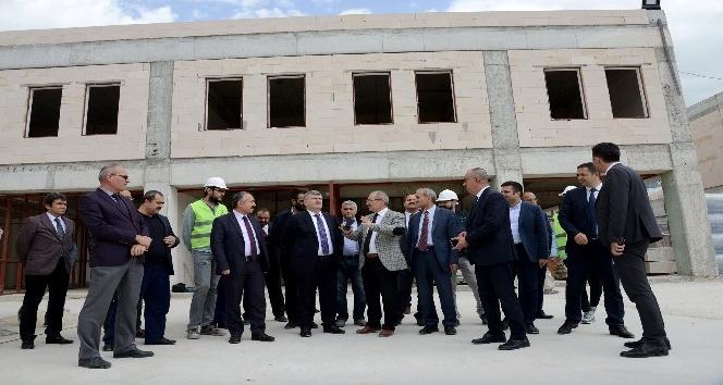 Başkan Akyürek, Tarihi Osmanlı Buğday Pazarı inşaatını inceledi