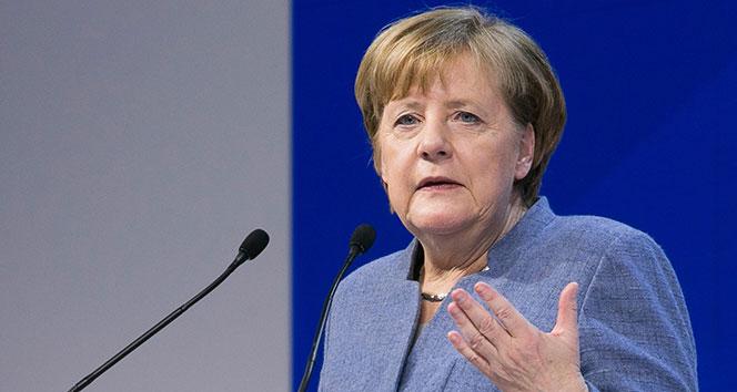 Merkel yemin etti