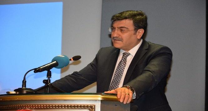 """Prof. Dr. Hacısalihoğlu: """"Gençlerin ruhuna dokunmalıyız"""""""