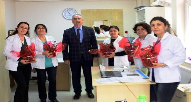 Başkan Kale sağlık çalışanlarının bayramını kutladı