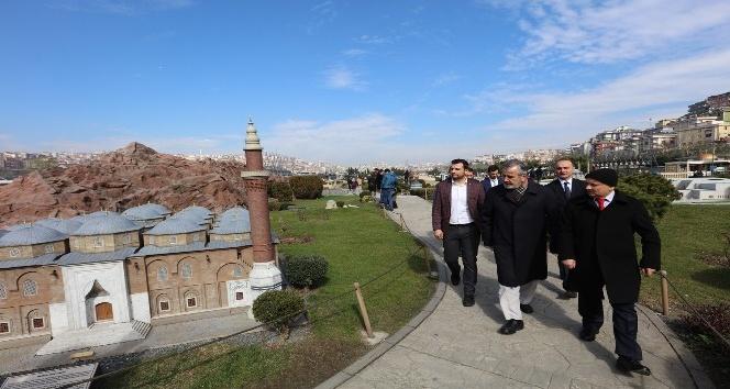 İBB'den Diyanet temsilcilerine ve üniversite öğrencilerine İstanbul gezisi