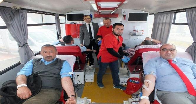 Yozgat Şehir Hastanesi çalışanları, Zeytin Dalı Harekatı'na destek için kan bağışında bulundu