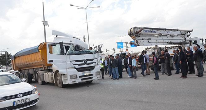 Batmanda beton aracına çarpan tır sürücüsü ağır yaralandı