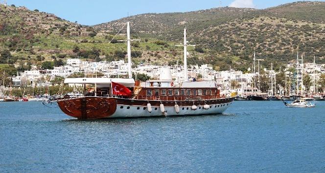 Yunanistan'ın rehin aldığı milyon dolarlık Türk teknesi Bodrum'a geldi