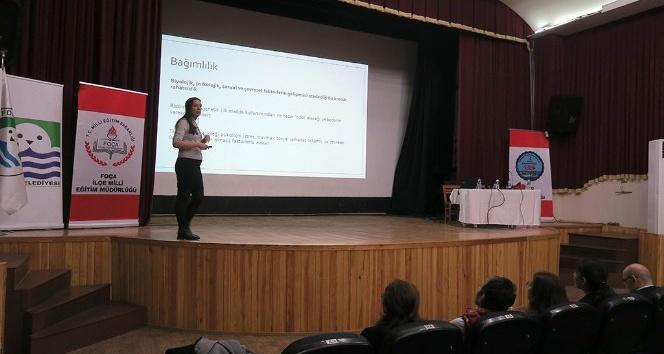 Foça'da, madde bağımlılığı hakkında söyleşi
