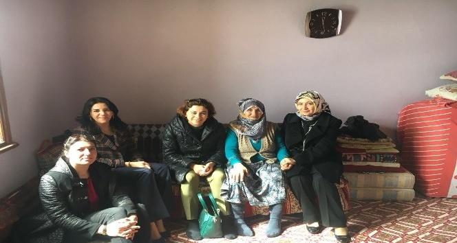 Nilgün Azizoğlu ev ev dolaştı, dert dinledi