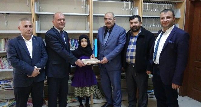 11 yaşındaki Emine Zehra, 6 ayda 146 kitap okudu