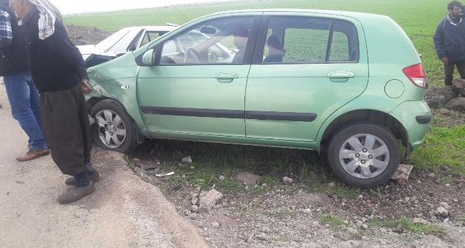 İki otomobil çarpıştı: 5'i öğretmen 7 kişi yaralandı