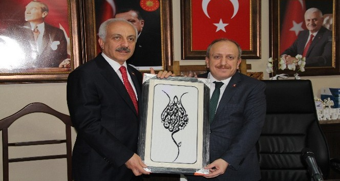 Başkan Gül'den AK Parti'ye ziyaret