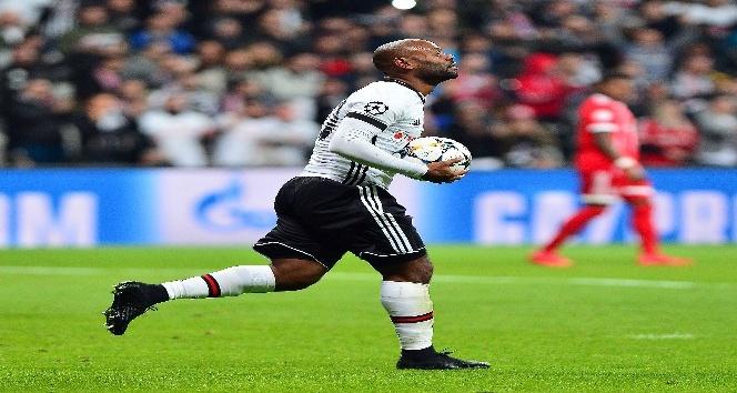 Bayern'e ilk golü Love attı!