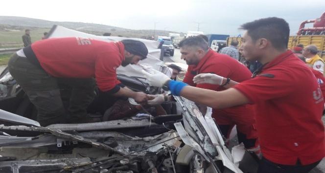 Suriye sınırına giden Düzce ve Kocaeli UMKE ekibi yolda hayat kurtardı