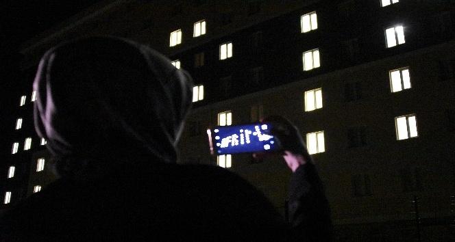 Çanakkale'de yurt öğrencilerinden oda ışıklarıyla 'Afrin' mesajı