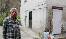 Komşusuna kızdı kapısına tel örgü çekti