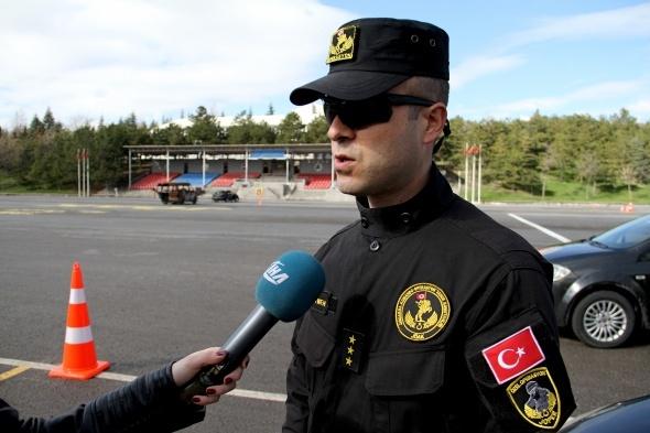Onlar Formula 1 pilotu değil Türk jandarması