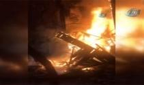 Fatihte 2 katlı ahşap binada korkutan yangın