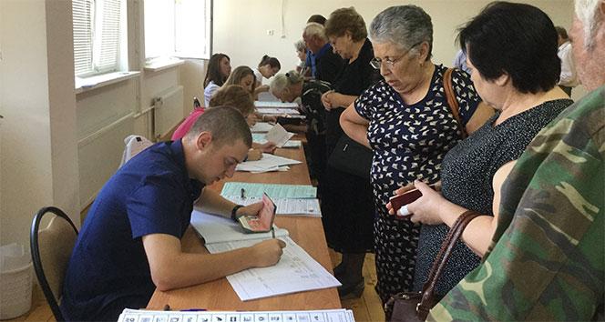 Abhazyada yaşayan Rusya vatandaşları oy kullanıyor