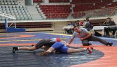 Türkiye Genç Kadınlar Güreş Şampiyonası Yalovada başladı
