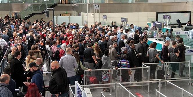 Atatürk Havalimanı'nda 'polnet' yoğunluğu