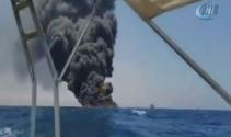 Ticari gemi Somali açıklarında alev aldı