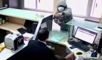 PTT çalışanı silahlı soyguncuya canı pahasına böyle direndi