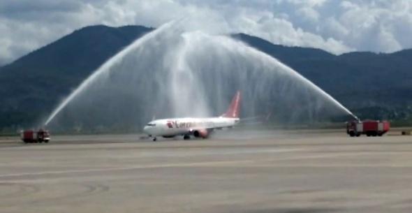 Ve ilk uçak Türkiye'ye geldi!