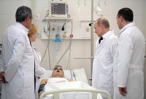 Putin'den yanan AVM'ye ziyaret